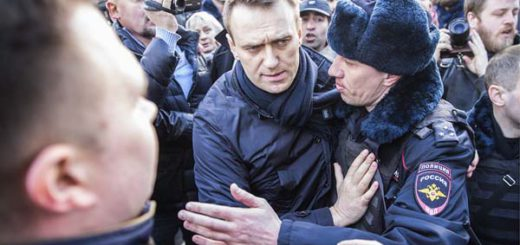 "MOSCOW, RUSSIA - MARCH 26, 2017: Police officers detain opposition activist Alexei Navalny during an anti-corruption rally in Pushkin Square. The event has not been authorized by the Moscow Government. Evgeny Feldman for Alexei Navalny's election campaign/TASS  –ÓÒÒˡ. ÃÓÒÍ'‡. 26 χÚ‡ 2017. ŒÒÌÓ'‡ÚÂθ 'Ó̉‡ ·Ó¸·˚ Ò ÍÓÛÔˆËÂÈ ¿ÎÂÍÒÂÈ Õ‡'‡Î¸Ì˚È 'Ó 'ÂÏˇ Á‡‰ÂʇÌˡ ̇ ÌÂÒ‡Ì͈ËÓÌËÓ'‡ÌÌÓÈ ‡ÍˆËË ÓÔÔÓÁˈËË ÔÓÚË' ÍÓÛÔˆËË Ì‡ ""'ÂÒÍÓÈ ÛÎˈÂ. ≈'""ÂÌËÈ 'Âθ‰Ï‡Ì ‰Îˇ ͇ÏÔ‡ÌËË ¿ÎÂÍÒ¡ Õ‡'‡Î¸ÌÓ""Ó/""¿——"