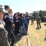"""Ученици наблюдаваха бойна техника и стрелби в деня на отворени врати на НВУ """"Васил Левски"""""""
