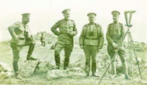 Генерал Вазов (вторият вляво) при с. Фурка, където е щабът на 9-а Плевенска дивизия