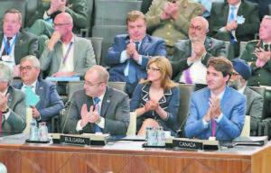 Българската делегация на срещата на НАТО в Брюксел бе водена от президента Румен Радев и включваше вицепремиерите Красимир Каракачанов, министър на отбраната, и Екатерина Захариева, министър на външните работи, както и началника на Щаба по отбраната генерал Андрей Боцев