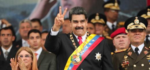 President of Venezuela, Nicolas Maduro (C)-atentat