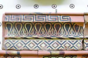 Добре запазен елемент от украсата на древна сграда