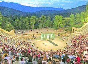 Началото на спектакъла в театъра на Епидавър Фото авторът