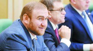 Сладкият живот вече свърши за Аруф Арашуков (на преден план)