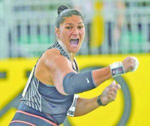Сестра му Валъри Адамс е два пъти олимпийска шампионка и четири пъти световна по хвърляне на гюле