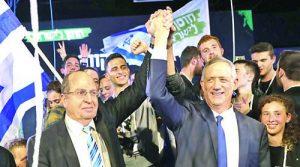 Бени Ганц (вдясно) и Моше Яалон на предизборен митинг