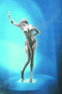 Награда 'Сулмона' за Чапа от президента на Италия Скалфаро за бюста на Федерико Фелини