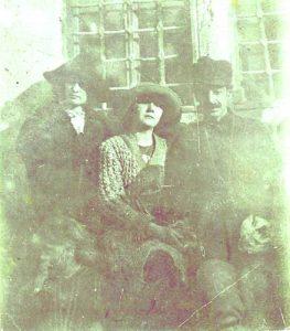 Дора, Лора и Яворов