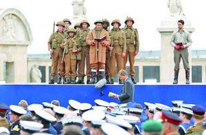Облечени като войниците от десанта четат спомени на участници в него 75 години след провеждането му през 1944 г.