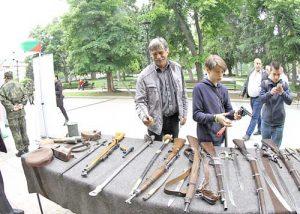 Посетителите на показа в Русе имаха възможност да видят оригинални уникати на хладни и огнестрелни оръжия