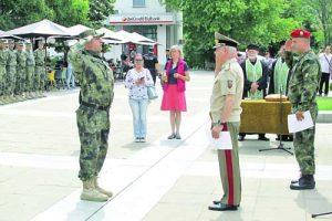 Генерал-лейтенант Любчо Тодоров връчи награди на отличили се воини