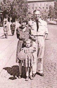 Димитър Димов със съпругата си Нели и дъщеря им Сибила