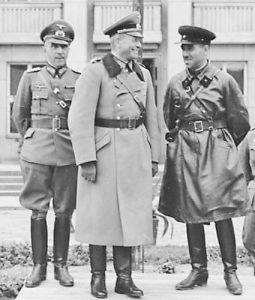 Генералите Гудериан и Кривошеин приемат парада след победата над Полша в Брест