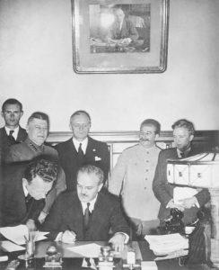 Как Сталин и Хитлер станаха фактически съюзници