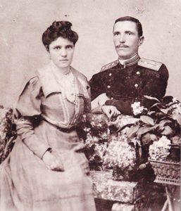 Подпоручик Тотьо Димов и Веса Харизанова като годеници, Дупница, 1907 г.