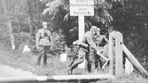 Войници от Вермахта премахват граничните заграждения между Германия и Полша