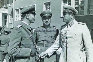 Генерал Иван Маринов (вдясно) като главнокомандващ Фото 'Изгубената България'