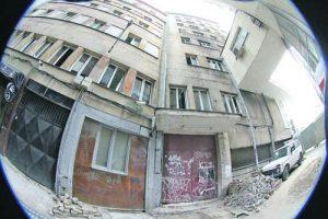 Входът откъм ул. 'Малко Търново', откъдето са влизали арестантите