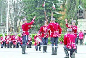 Атракцията на празничната церемония бяха ефектните демонстрации на Националната гвардейска част