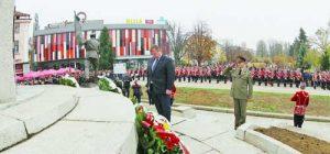 Министър Каракачанов участва в изграждането на паметника с лични средства  Фото: Красимир Тодоров