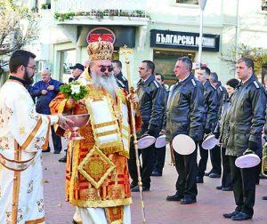 Варненският и Великопреславски митрополит Йоан поръси строя за здраве и успехи