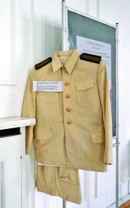 В колекцията авторът има и униформи, които понякога са и част от изложбите му