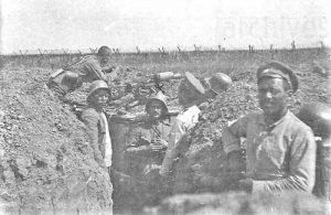2-Войници в окопите на Серетския фронт, 1 август 1917 г.