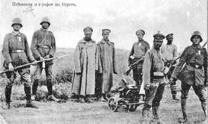 6-Германски и български войници с пленени руснаци на Серетския фронт, 1917 г.