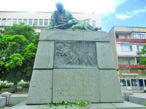 Паметникът във Видин на героите от Сръбско-българската война - скулптор Андрей Николов