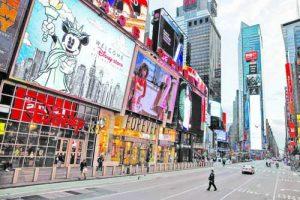 Прочутият нюйоркски площад 'Таймс скуеър', наричан Пъпът на света, опустя след като коронавирусът удари най-големия град в САЩ