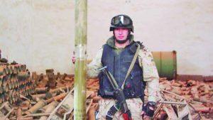 Капитан Тодор Грибачев, офицер на 2006 г., е един от участниците в битката при кметството в Кербала през април 2004 г.