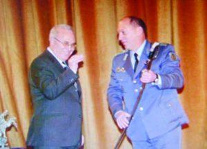 На първа страница в. 'Българска армия' съобщава за награждаването от министъра на отбраната Николай Свинаров на първия офицер на годината (2001) капитан Пламен Горанов.