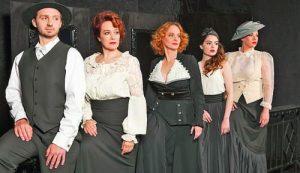 Любимите на поета играят Ева Тепавичарова, Радина Боршош, Параскева Джукелова и Биляна Петринска, а Ненчо Костов е младият Вазов