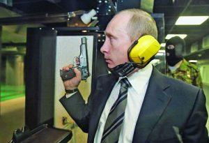 Путин стреля със СТечкин