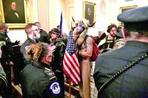 Нахлулите в Капитолия на 6 януари бяха представители по-скоро на малките провинциални градчета в САЩ