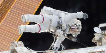 """Космически инцидент: Руският модул """"Наука"""" за кратко извади от контрол МКС"""