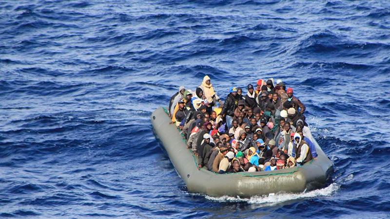 Лодки със стотици мигранти пристигнаха на италианския остров Лампедуза