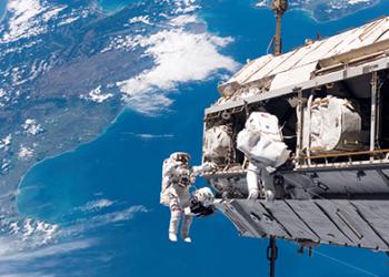 Приключиха снимките на първия игрален филм в Космоса