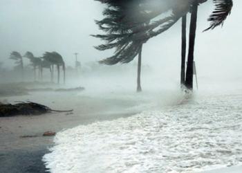 Буря предизвика наводнения и кални свлачища в Калифорния