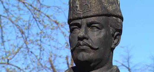 Българските бойни знамена и маршове: Жив е той