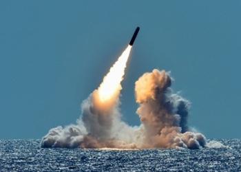 Южна Корея изстреля за пръв път балистична ракета море-земя собствено производство