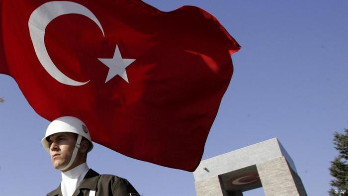 Арестуваха 10 адмирали от резерва в Турция след отворено писмо
