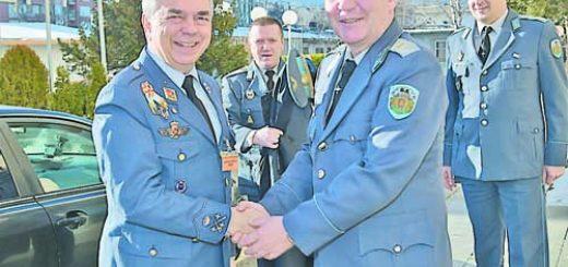 генерал-лейтенант Рубен Серверт, който е командир на Обединения център за въздушни операции на НАТО в Торехон – Испания