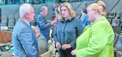 Penny Mordaunt (UK Secretary of State for Defence) and Sarah MacIntosh (Permanent Representative to NATO, UK)