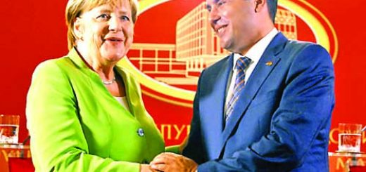 Macedonian Prime Minister Zoran Zaev and German Chancellor Angela Merkel shake hands after a news conference in Skopje, Macedonia September 8, 2018. REUTERS/Ognen Teofilovski