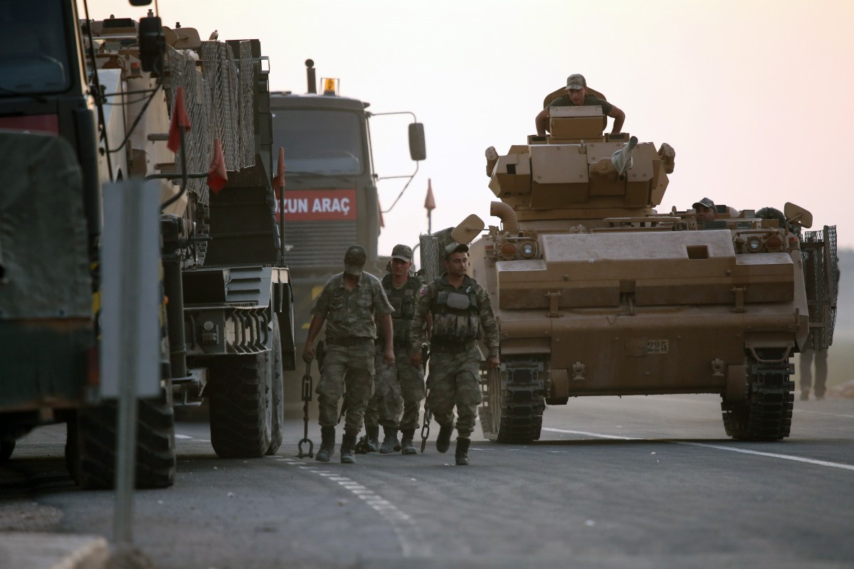 Самоделна бомба, заложена на път в Югоизточа Турция, бе взривена при преминаване на военна кола