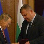 Почетен знак: Министърът на отбраната награди Игнат Канев