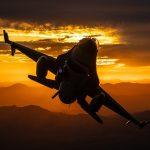 Студенти от УНСС питат депутати за придобиването на изтребителите F-16