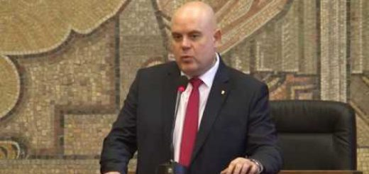 Главният прокурор поиска от КС да тълкува въпроси за имунитета на президента и вицепрезидента