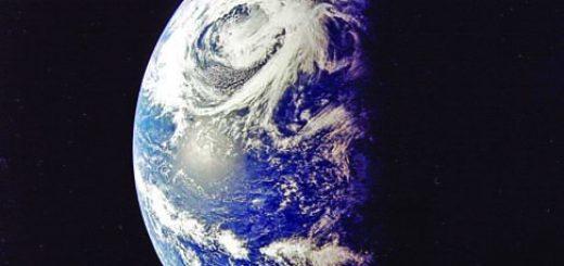 2-Apollo_13_-_View_of_Earth